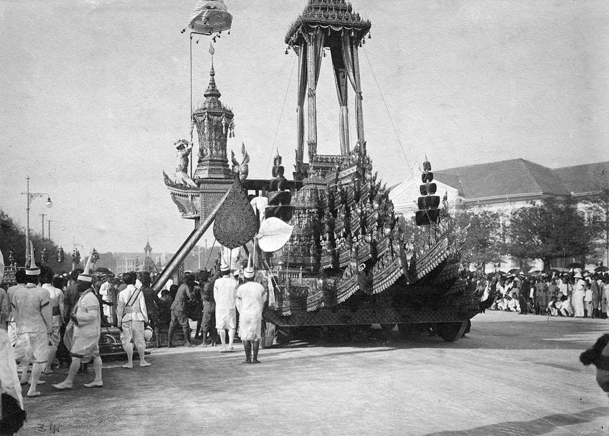 1911 King Chulalongkorn's cremation procession 05.jpg