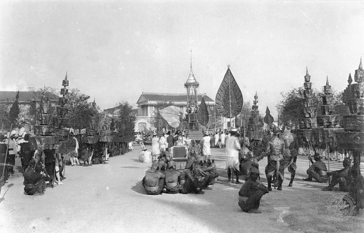 1911 King Chulalongkorn's cremation procession 10.jpg