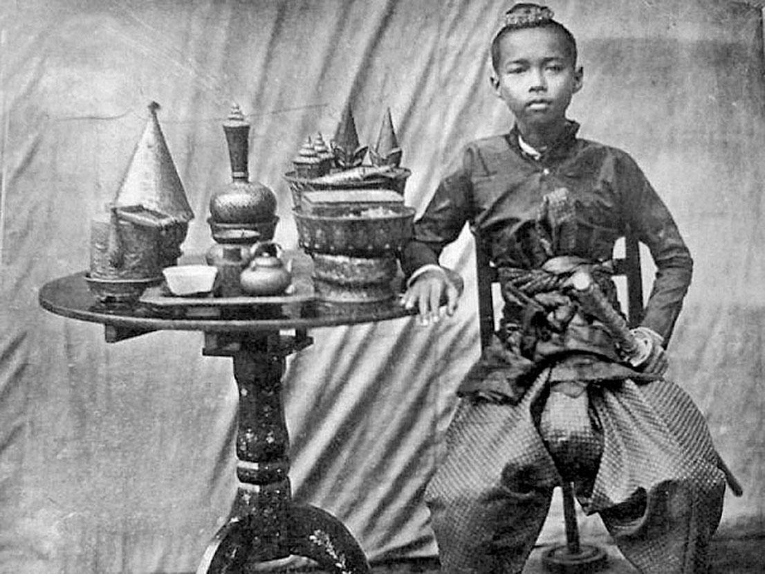 Heir to the throne the adolescent Chulalongkorn.jpg