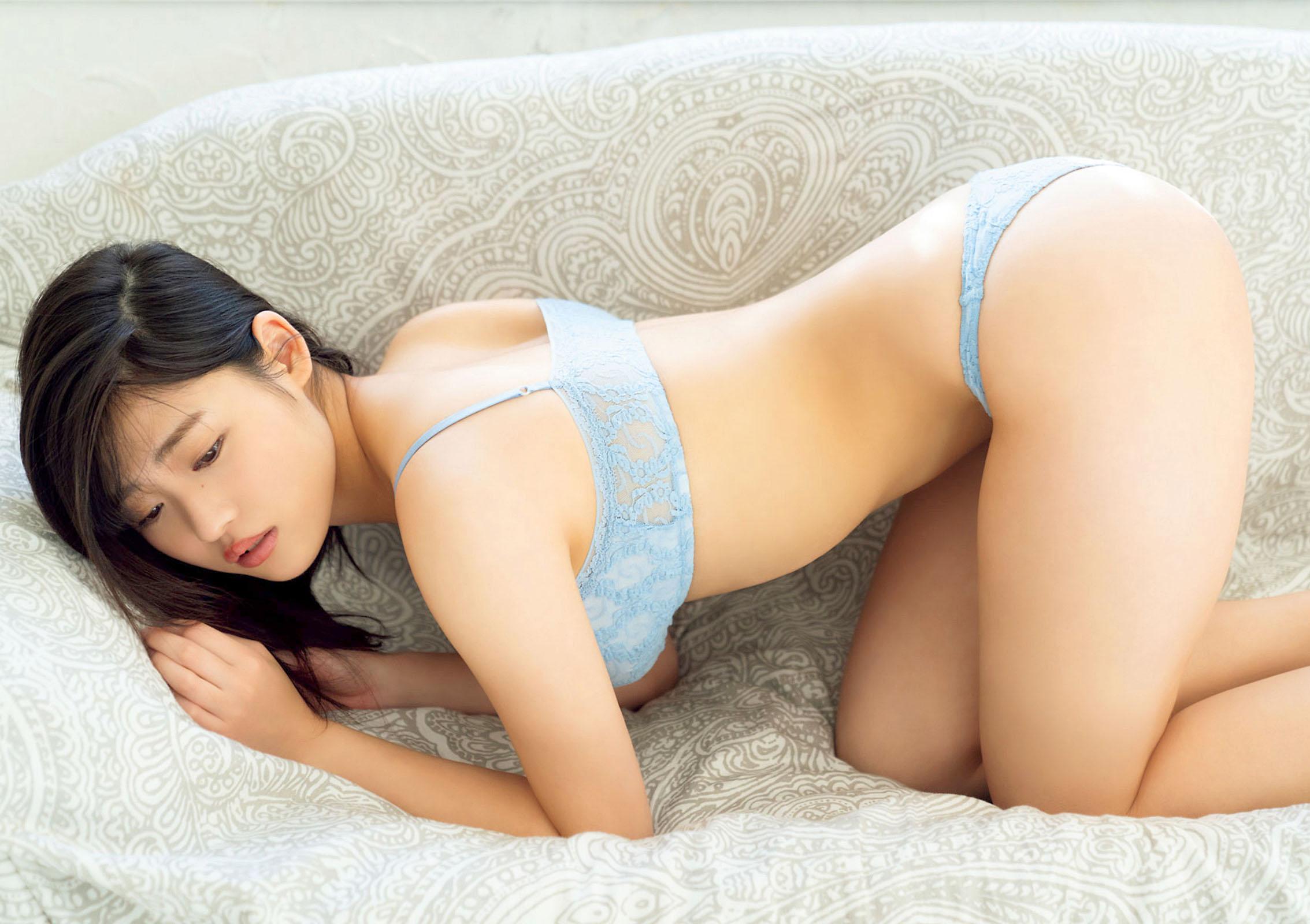 Momoka Ishida Big Comic Spirits 210208 12.jpg
