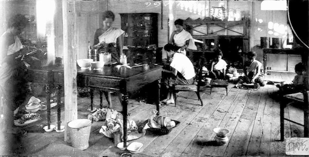 1894 Kitchen activity at the Dusit Palace.jpg