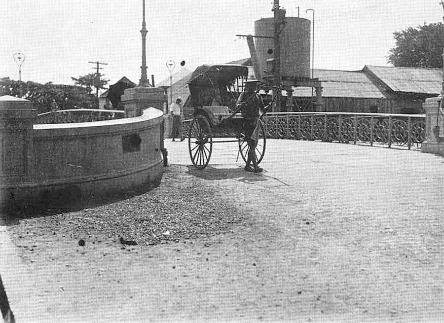 1896 Bangkok rickshaw style.jpg