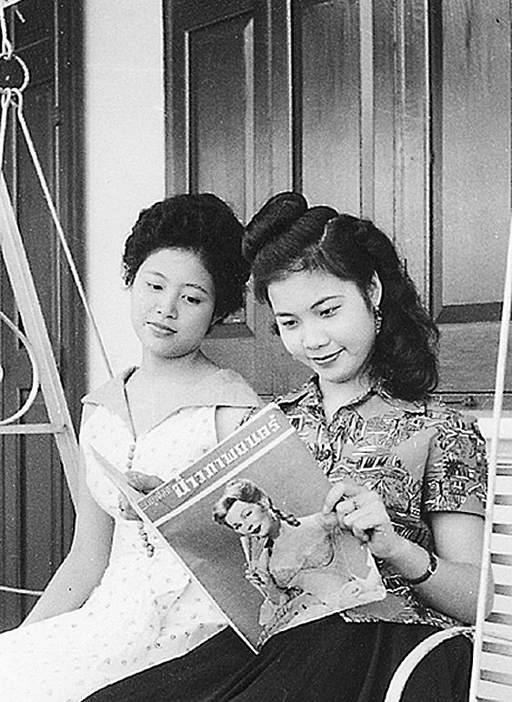 Fashionable Thai ladies of the late 1940's.jpg