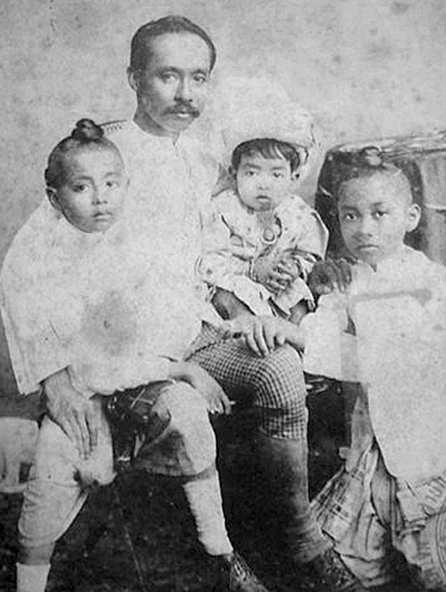1877 Dashing young King Chulalongkorn and children.jpg