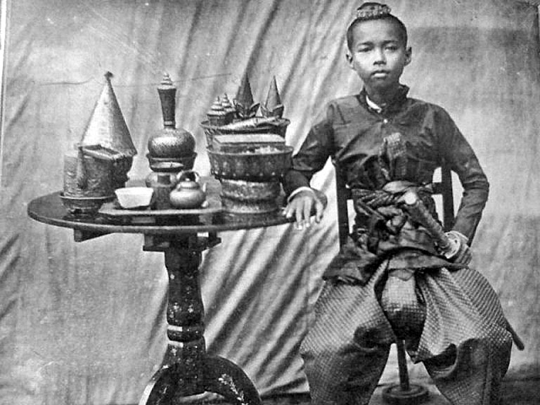 A young Crown Prince Chulalongkorn.jpg
