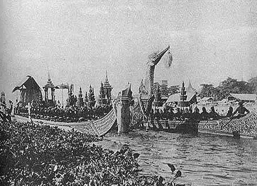 Royal State Barge to Wat Arun.jpg