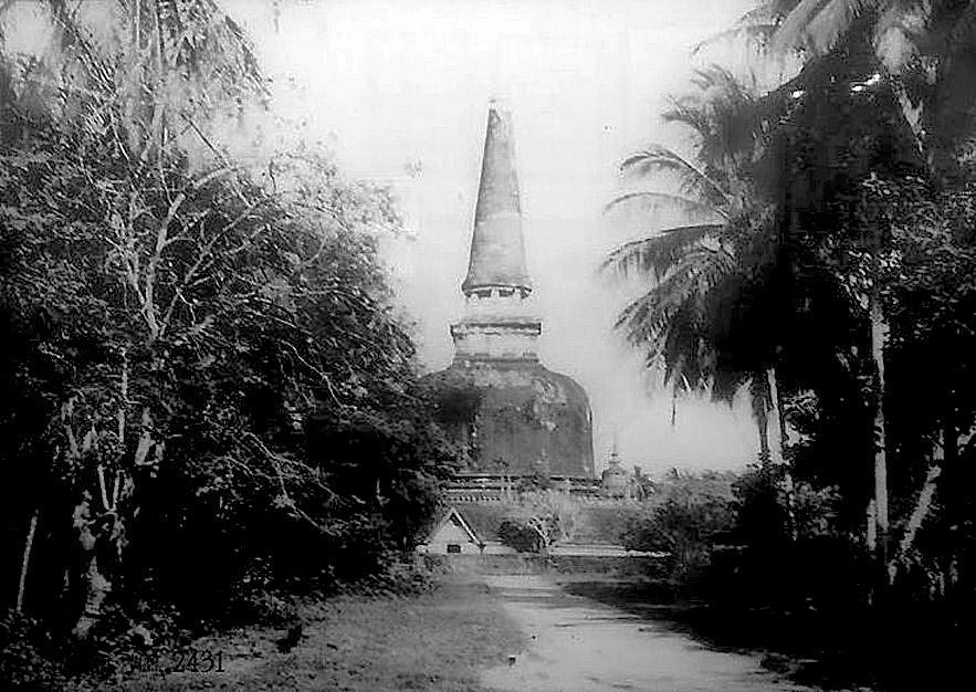 1888 View of the backside entrance of Wat Phra Nakhon Sri, Ayutthaya.jpg