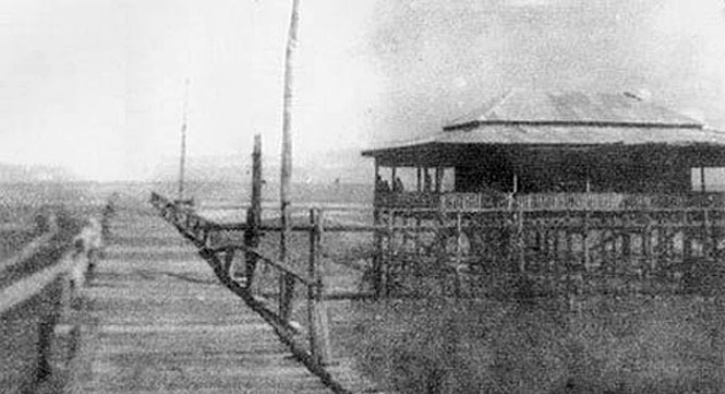 1934 Old Bang Saen {Chonburi} pier.jpg