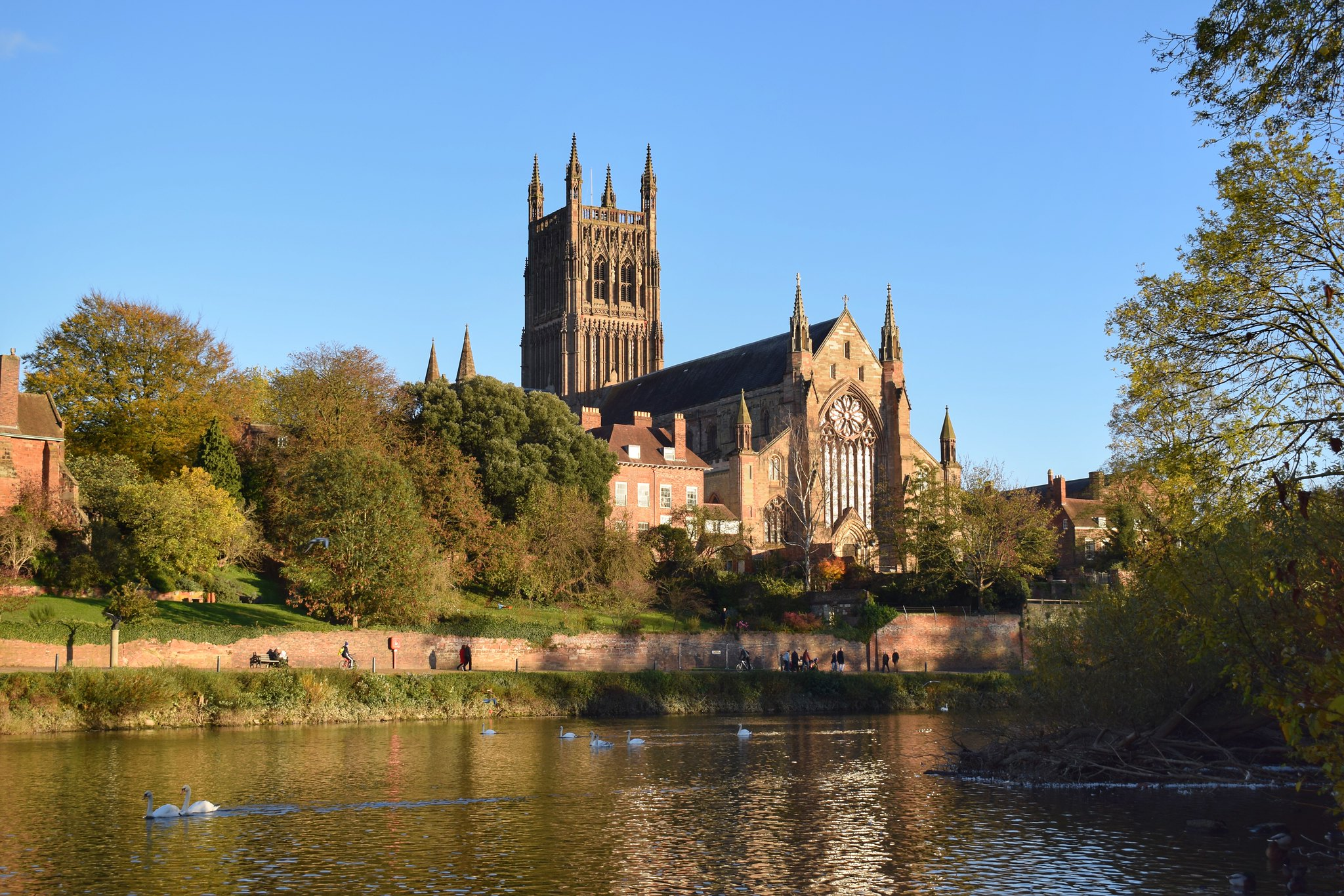 Worcester Cathedral by Ian Grosvenor.jpg