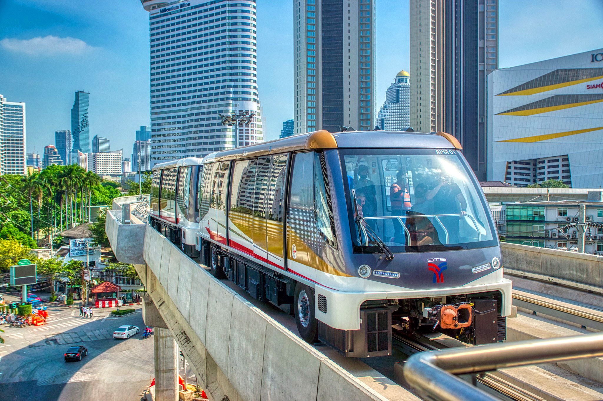 Gold Line People Mover at terminal station by Uwe Schwarzbach.jpg