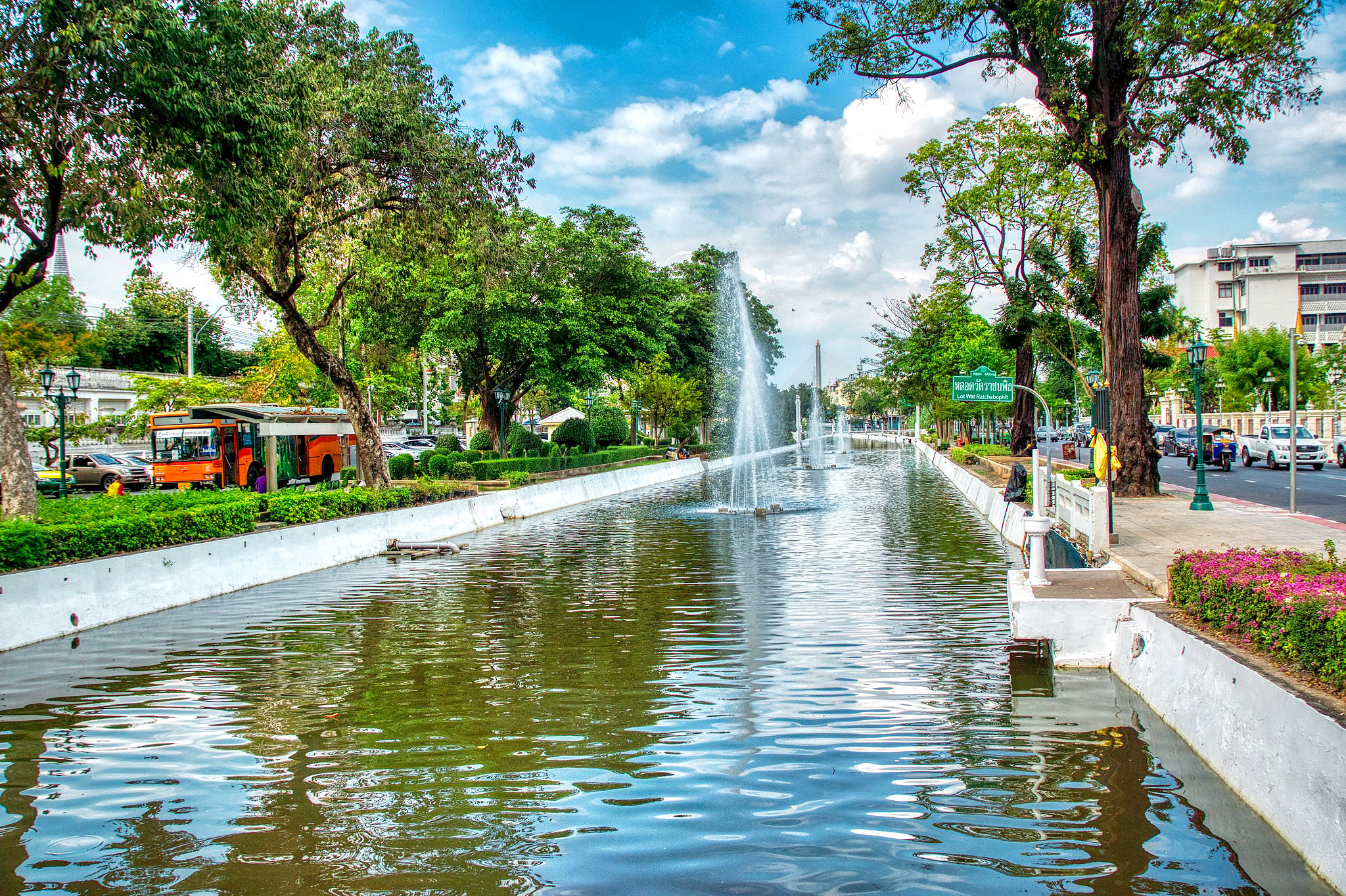 Krung canal with fountains by Uwe Schwarzbach.jpg