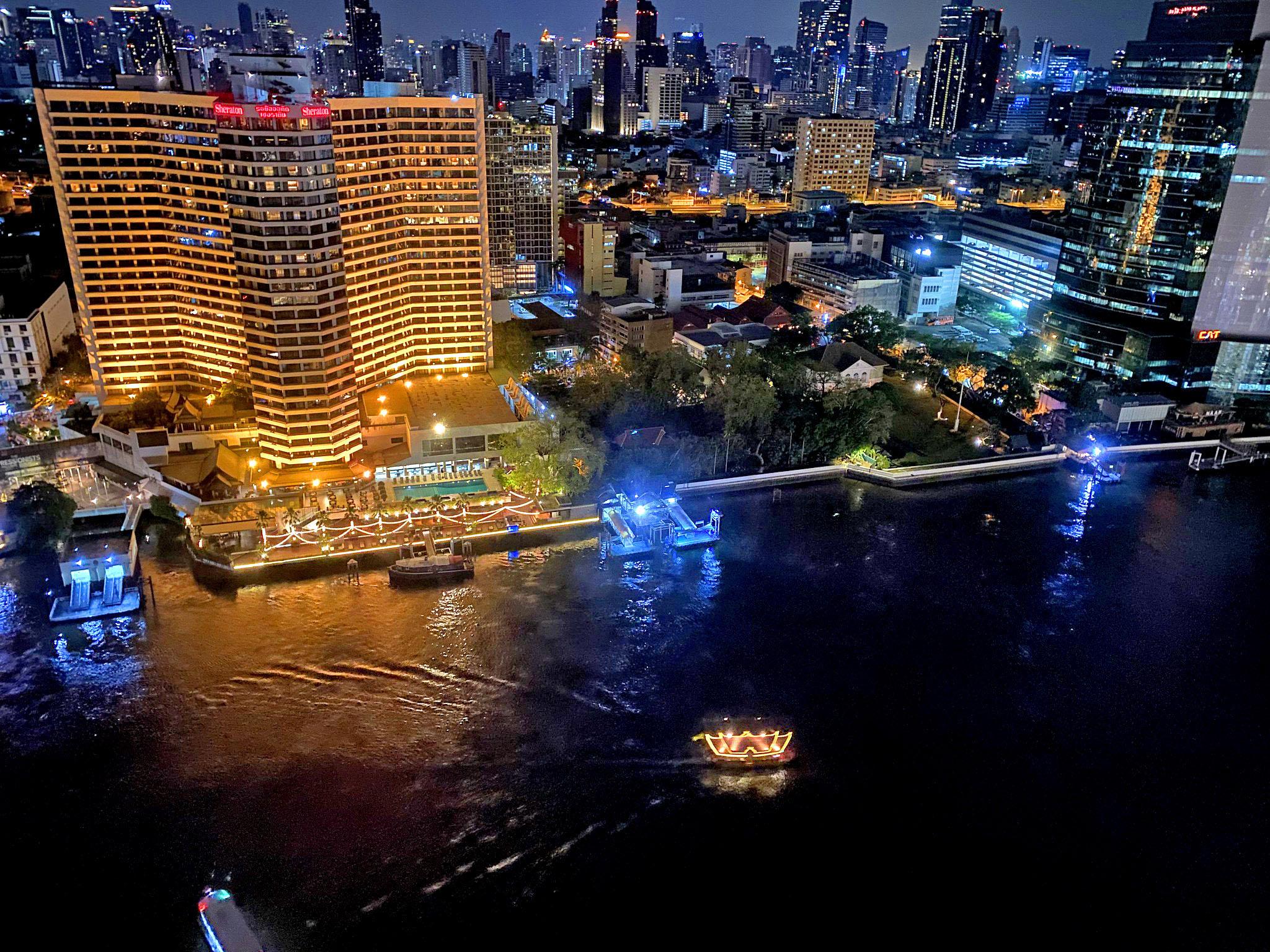 Lights Bangkok by Kalboz.jpg