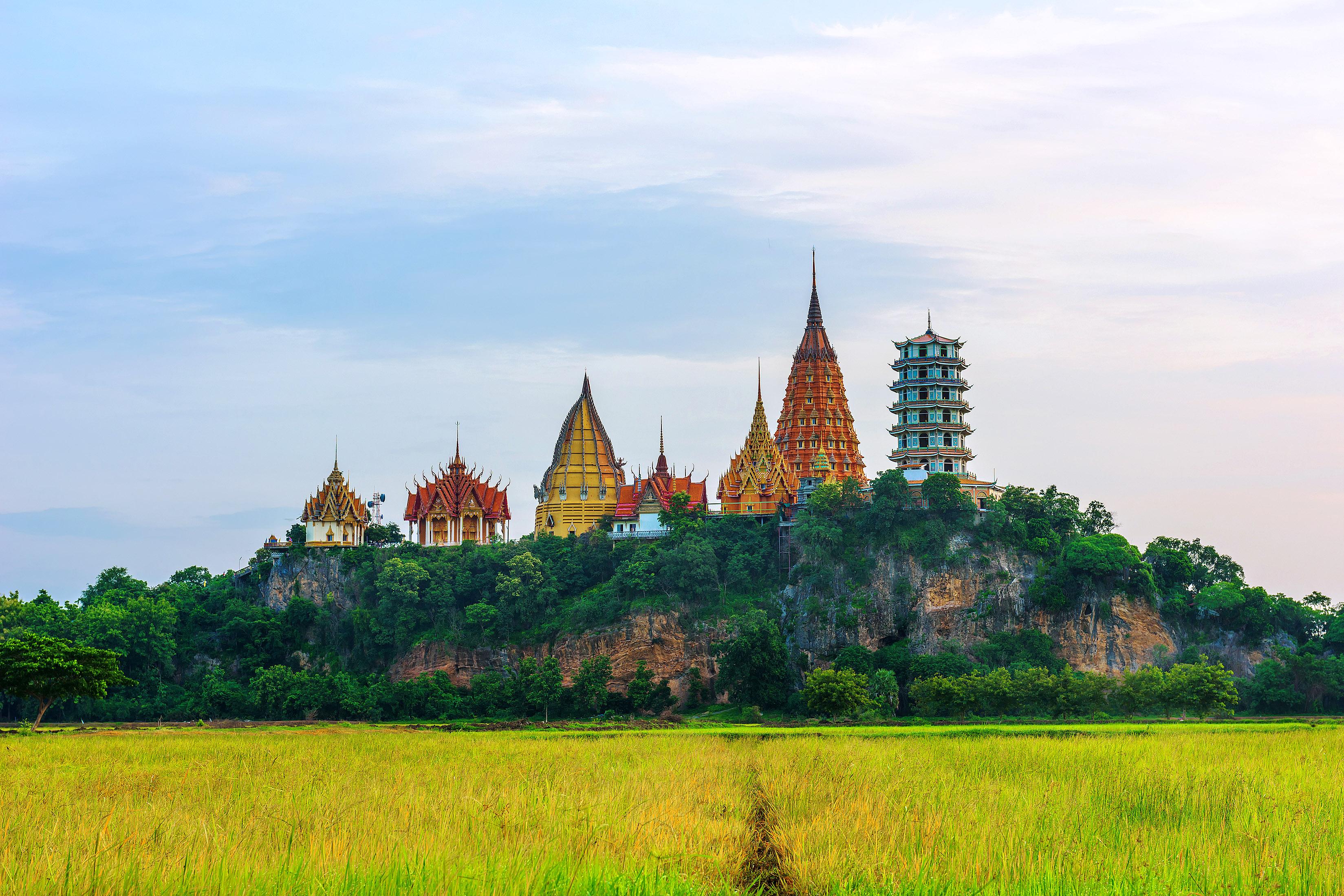 Wat Tham Sua, Kanchanaburi 2 by Chantip Ditcharoen.jpg