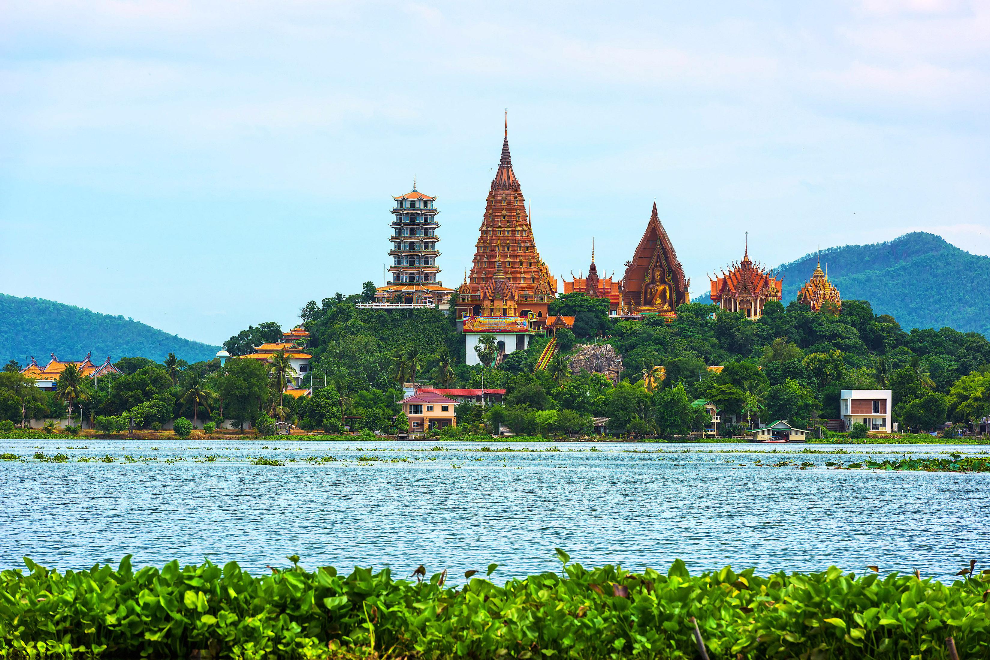 Wat Tham Sua, Kanchanaburi by Chantip Ditcharoen.jpg
