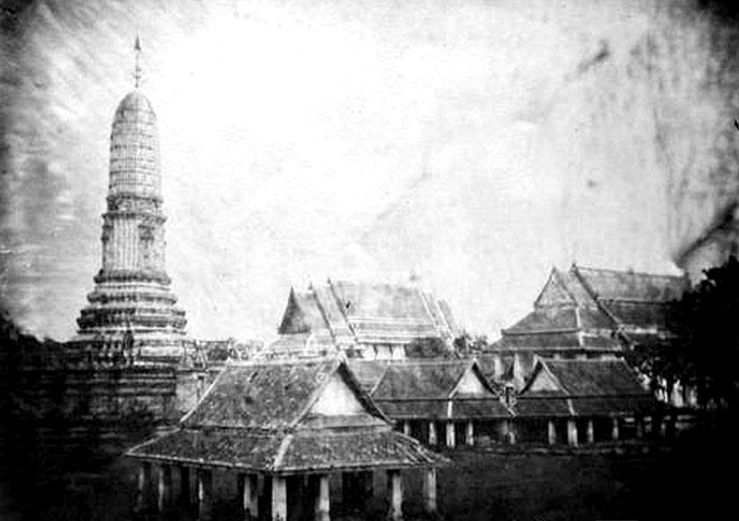 1865 Wat Ratchaburana.jpg