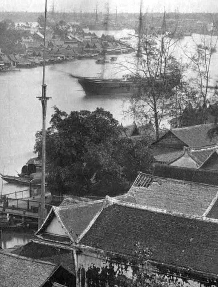 1866 Busy Bangkok port.jpg