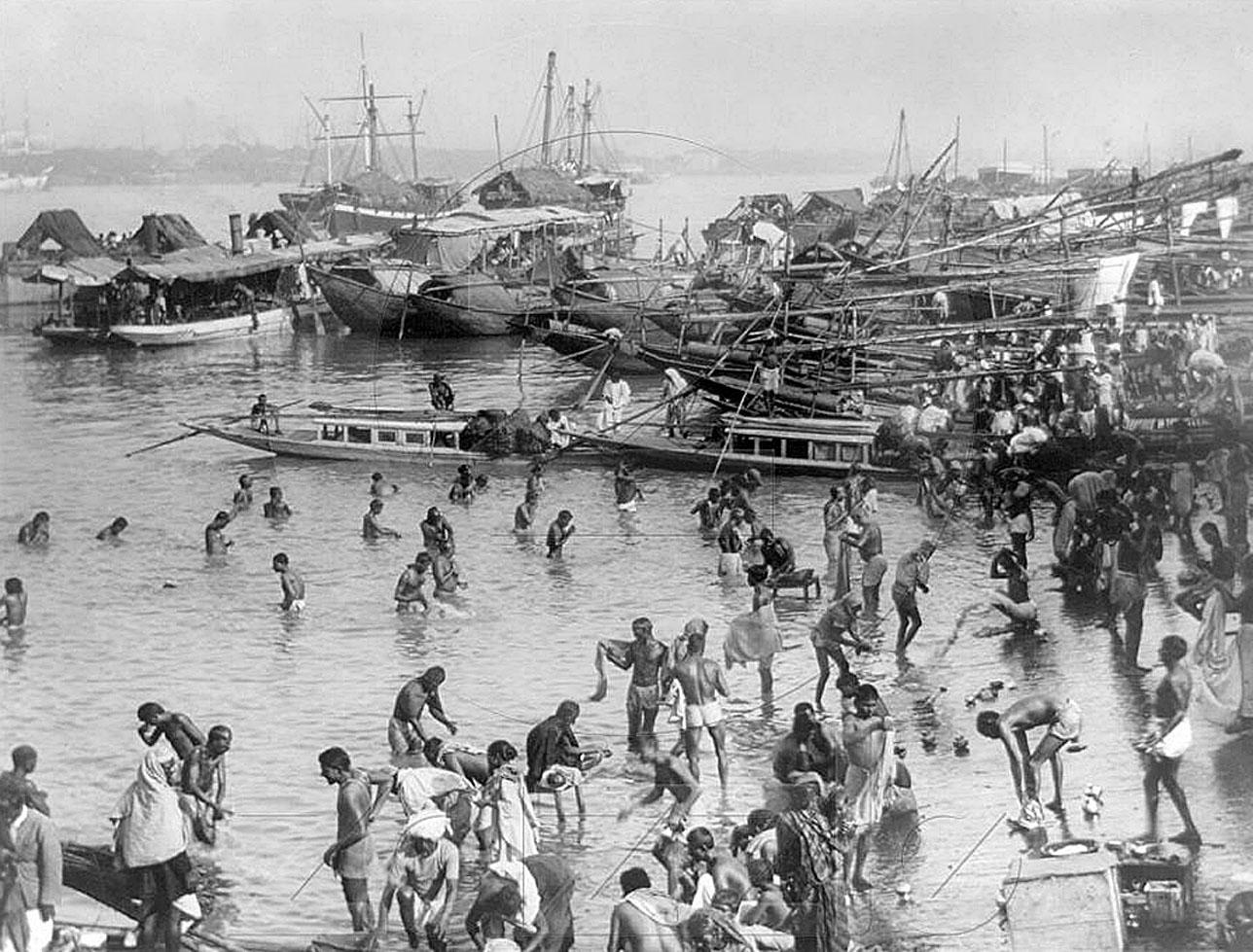 1894 Bathing in the Chao Phraya.jpg