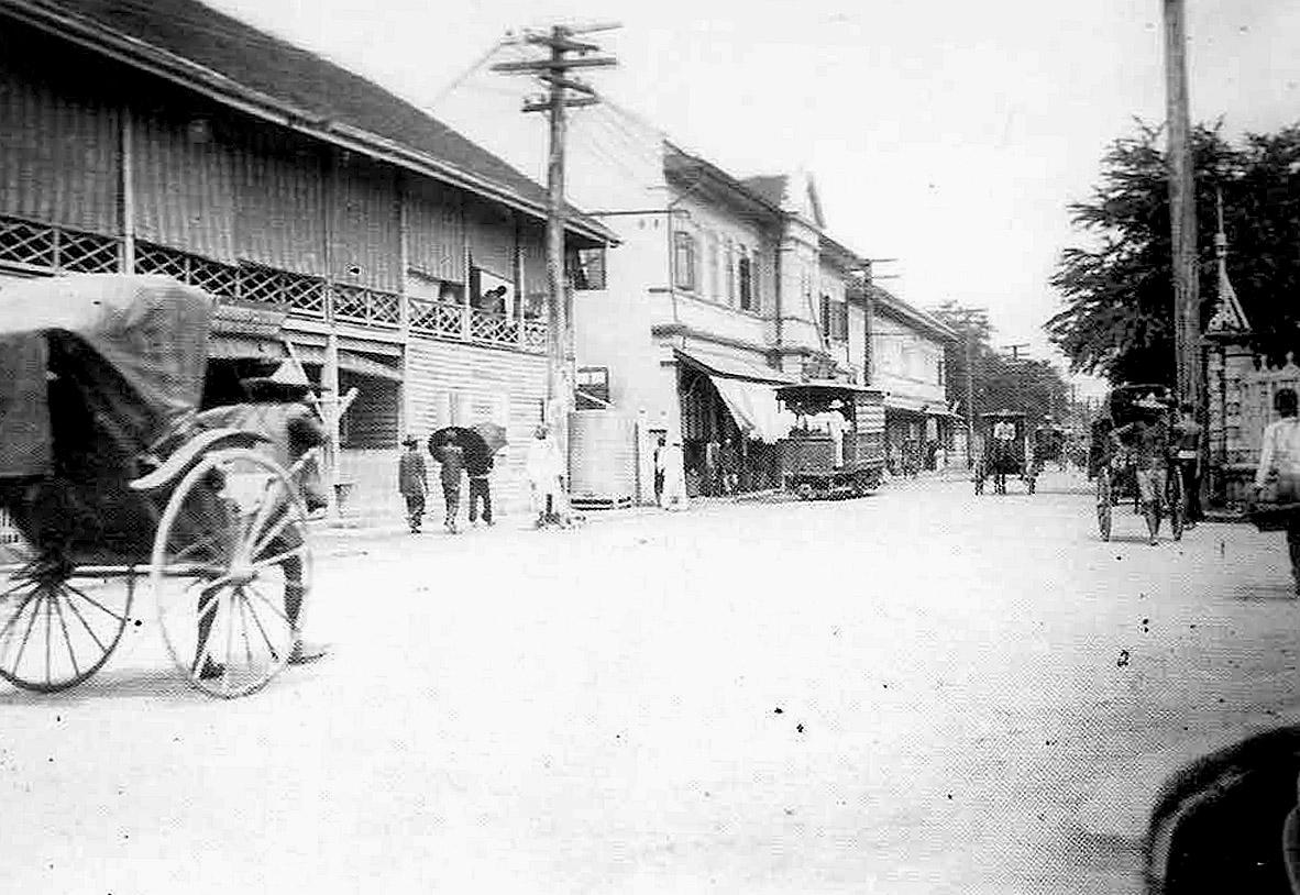 1899 The streets of Amphoe Bang Rak.jpg