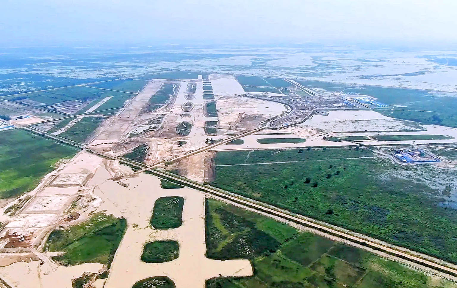 Phnom Penh Kendal Airport 210213 02.jpg