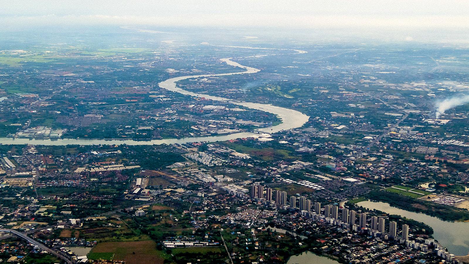 Bangkok from Air by Seua Yai.jpg