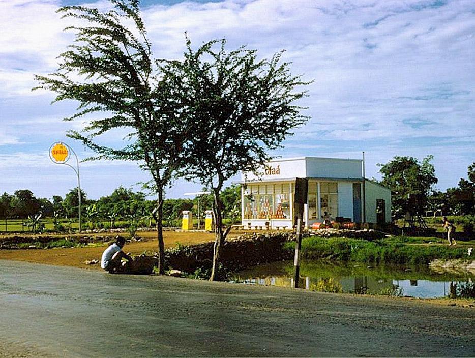 1961 Countryside petrol station, Nakhon Pathom.jpg