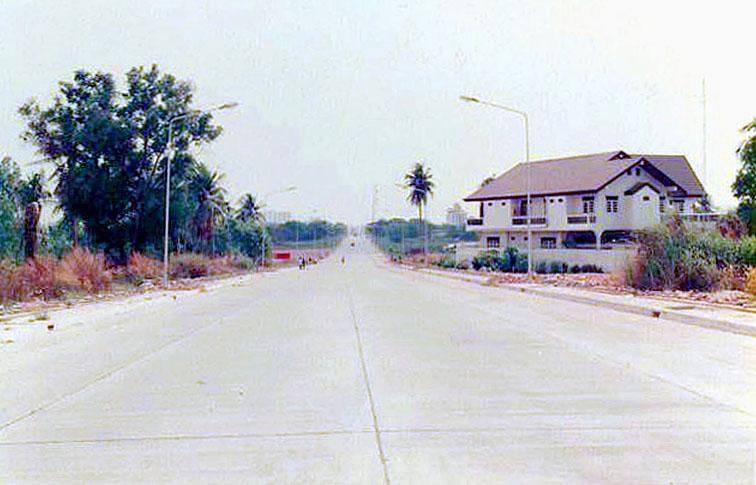 1997 Pattaya 3rd Road by Korn Tanapat.jpg