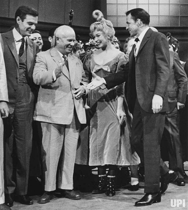 Frank-Sinatra-Nikita-Khrushchev 1959.jpg