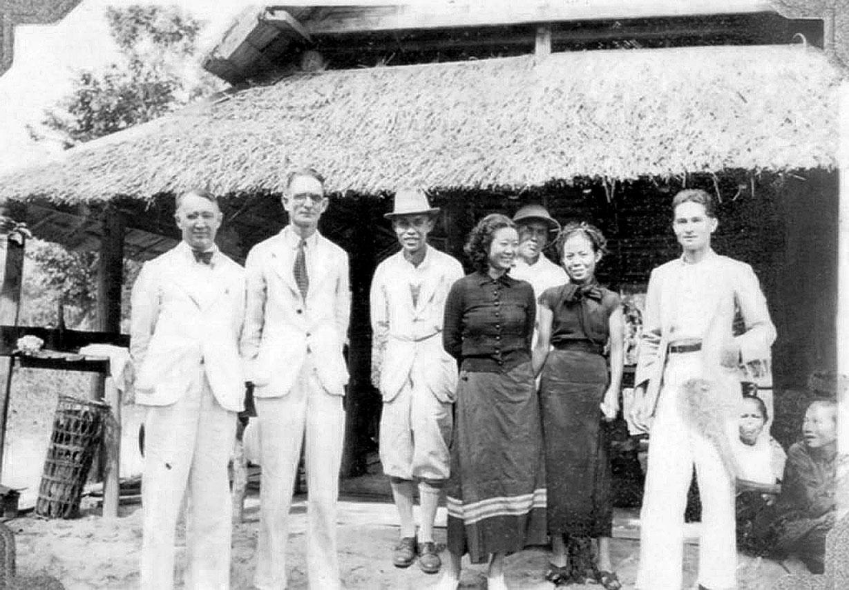 1912 Doctors staff of McKean Leper Hospital, Chiang Mai.jpg