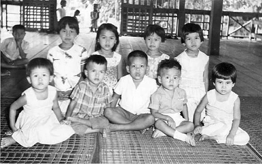 1965 Phitsanulok Schoolkids.jpg