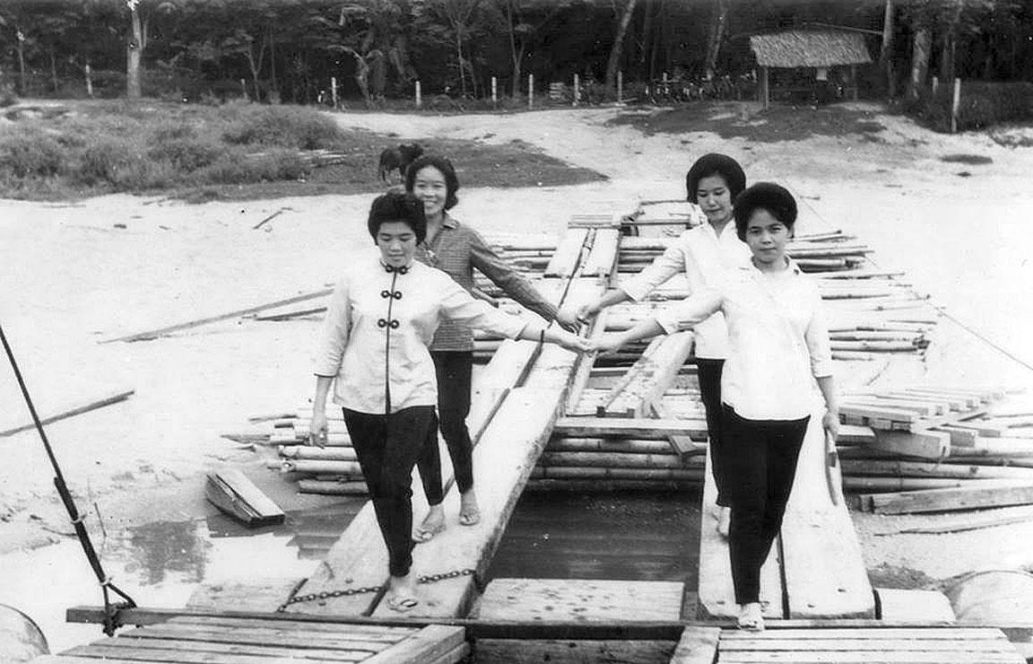 1965 Young ladies, Yala Province.jpg