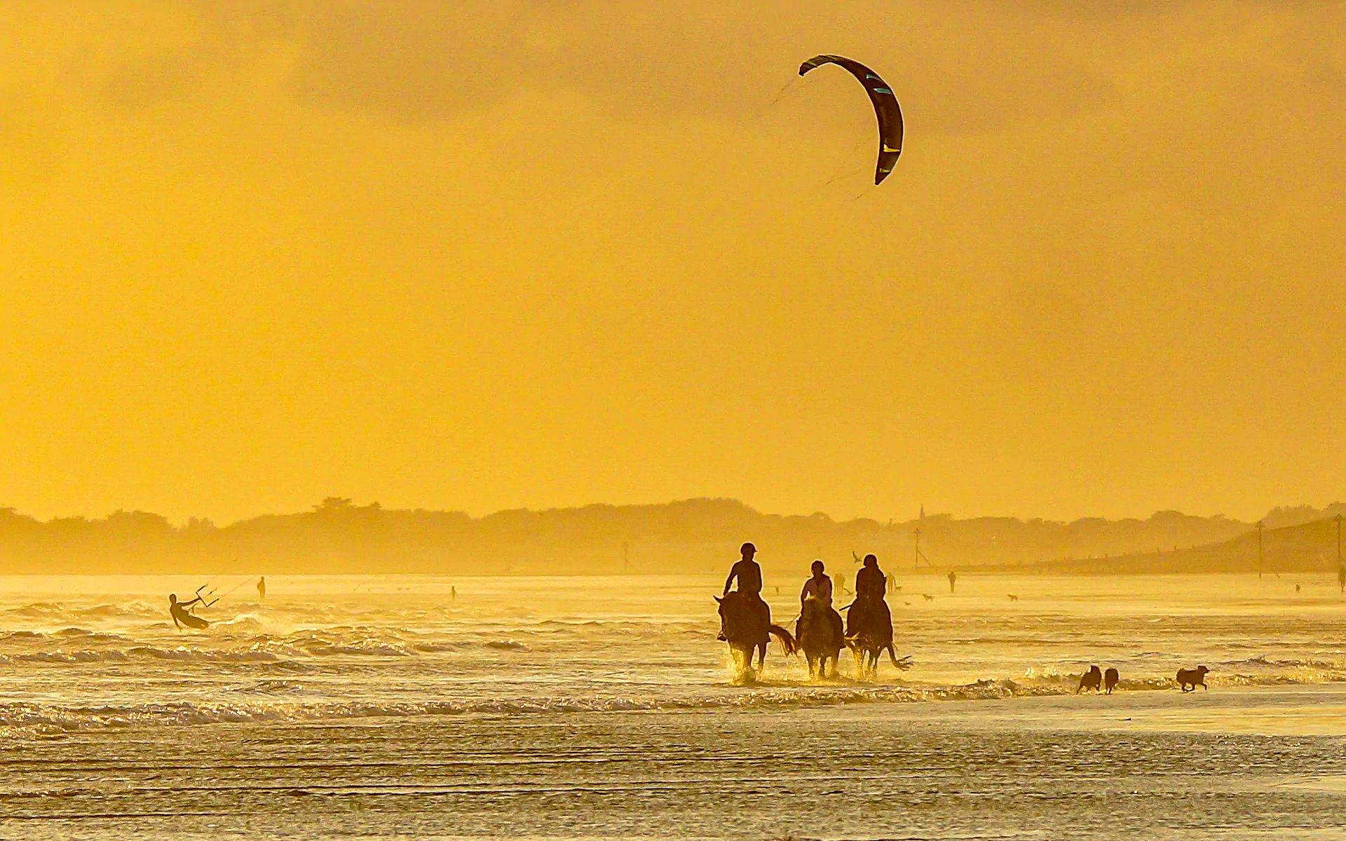 Bracklesham Bay, West Sussex by Coastal JJ.jpg