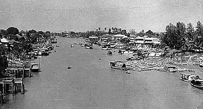 1955 Ayutthaya at the Chao Praya.jpg