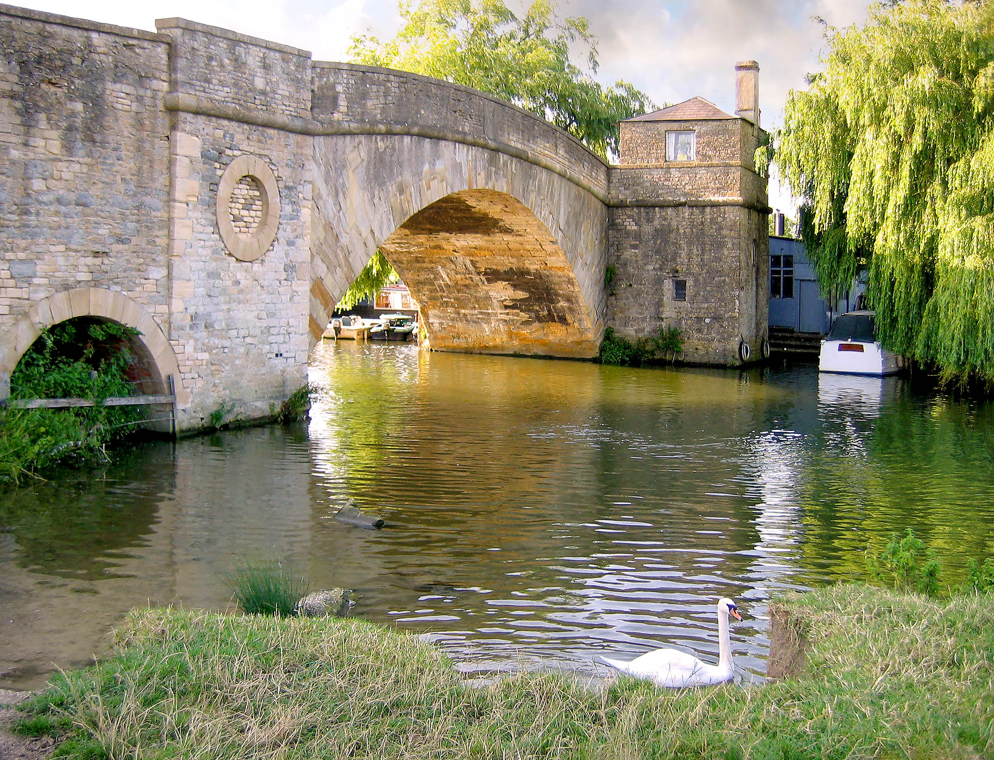 Halfpenny Bridge and Toll-House, Lechlade, Gloucestershire by Andrew S Brown.jpg