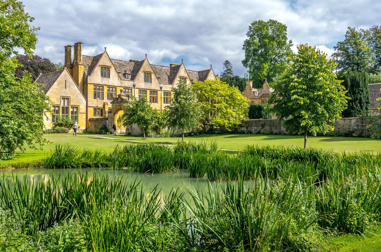 Stanway House, Stanway, Gloucestershire by Bob Radlinski.jpg