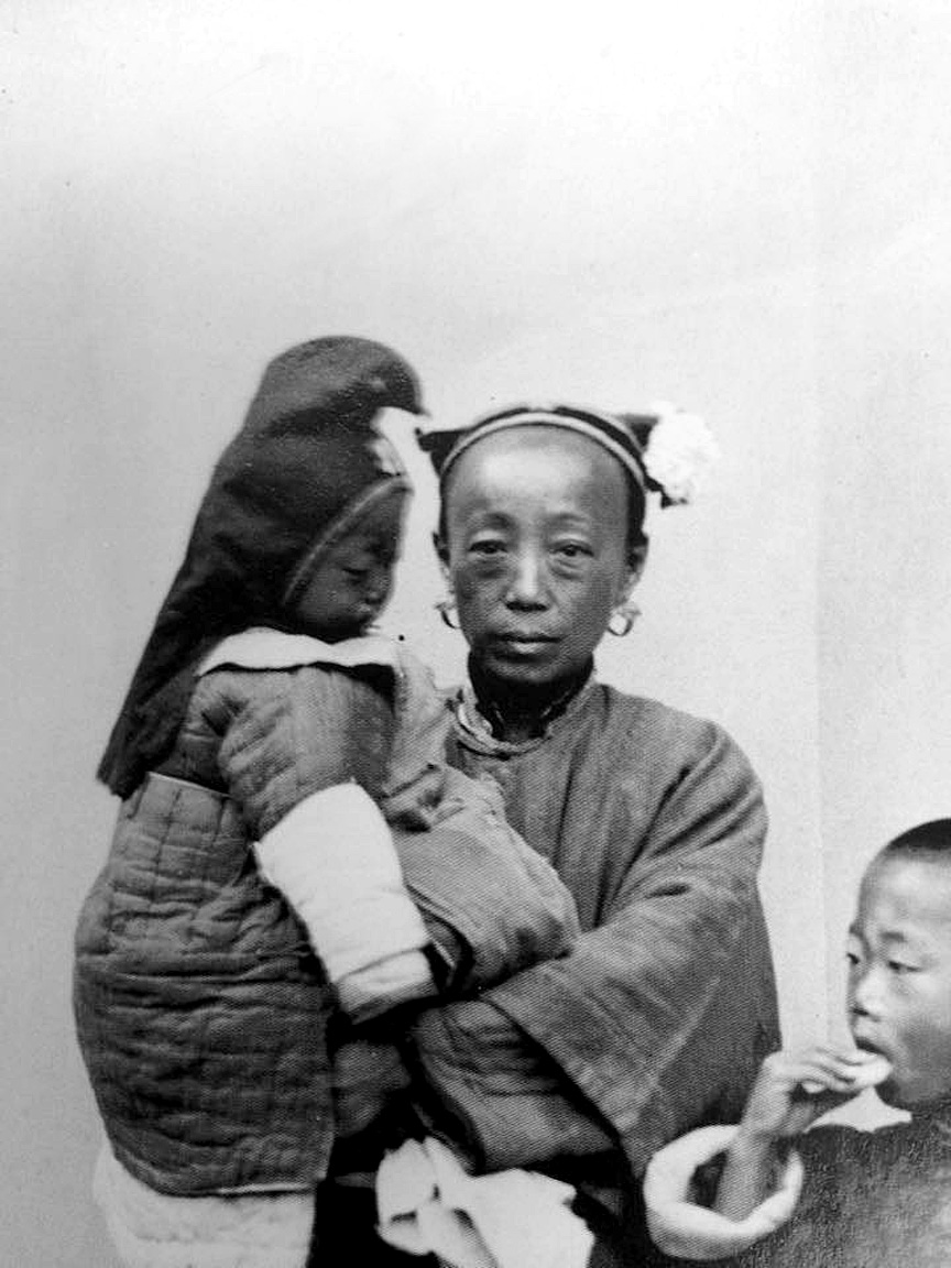 1867 Chinese mother and children waiting to publically greet King Mongkut.jpg