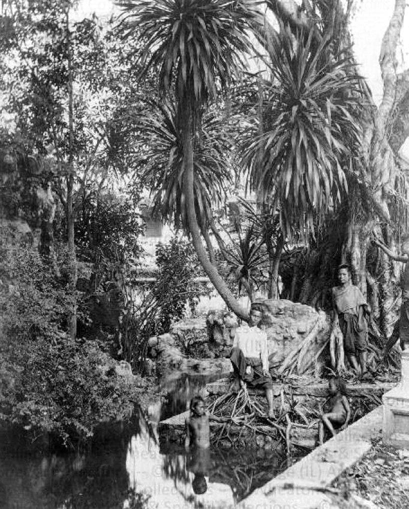 1871 Locals of Amphoe Phra Samut Chedi, Samut Prakan Province.jpg