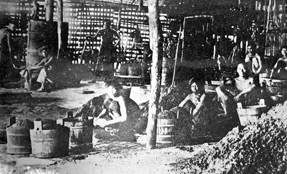 1905 Chinese tin mining labour [Phuket] towards the end of the boom.jpg