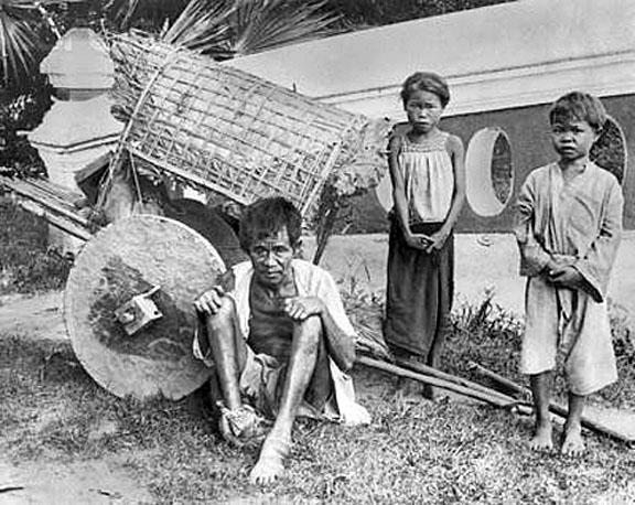 1932 Siamese Leper and his children.jpg