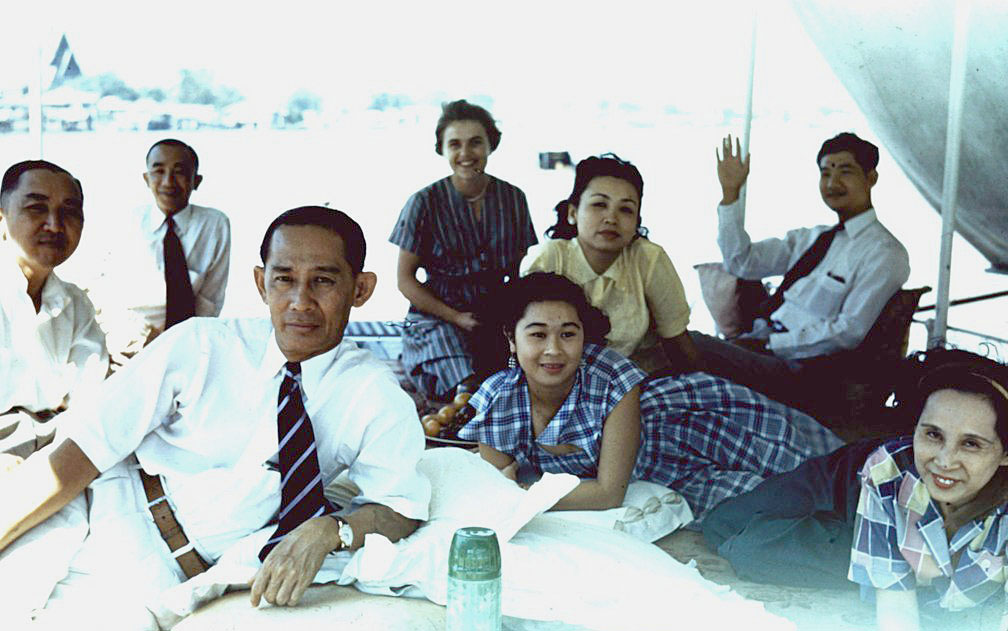 1953 Lunching on the river.jpg