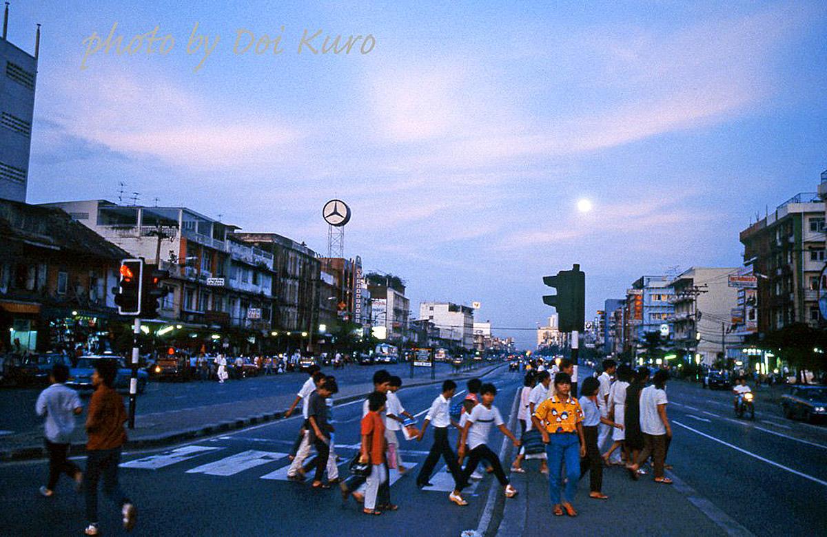 1984 Moon rising over Rama IV road Doi Kuro.jpg