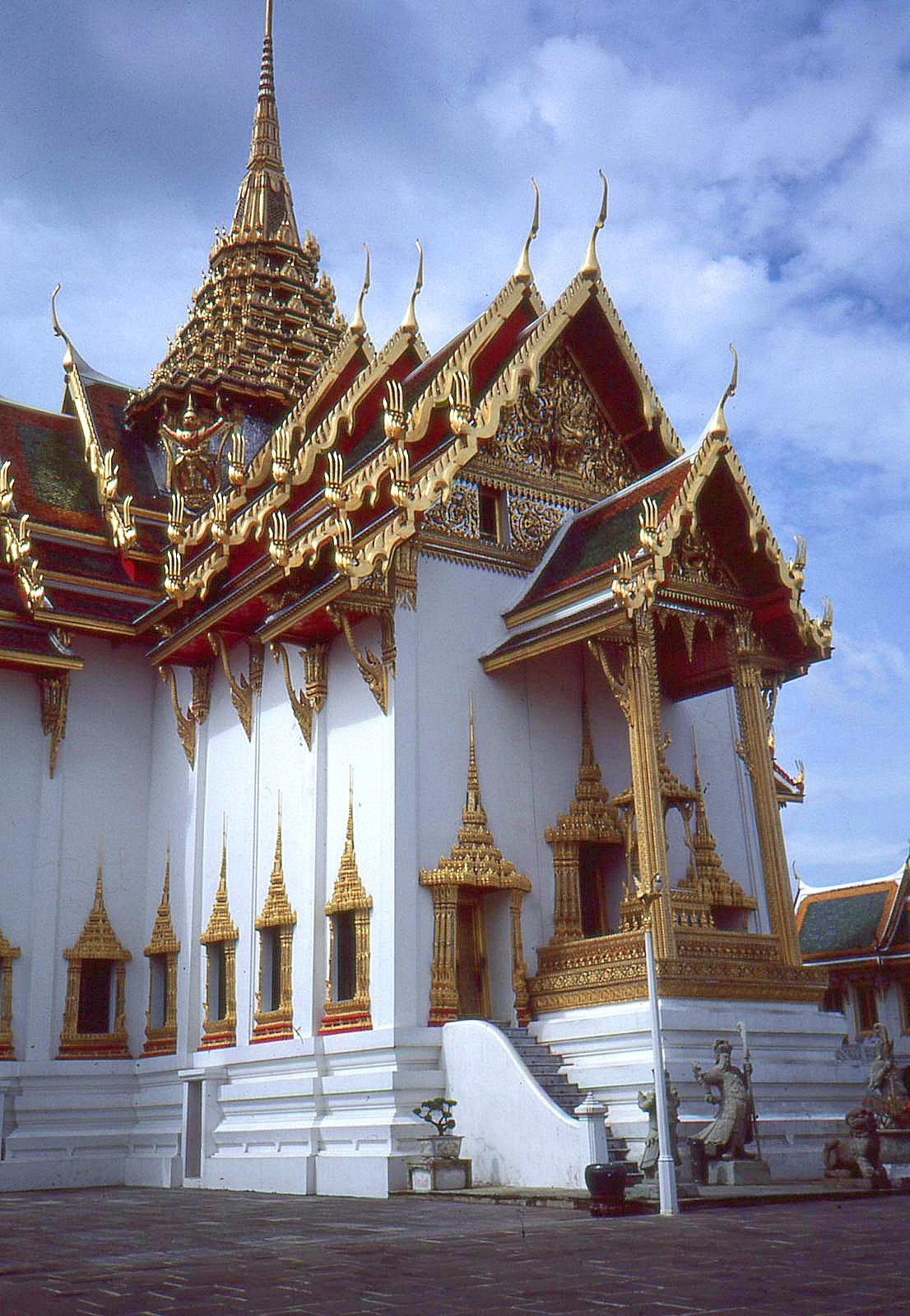 1986 Bangkok by Geoff Whitfield 81.jpg