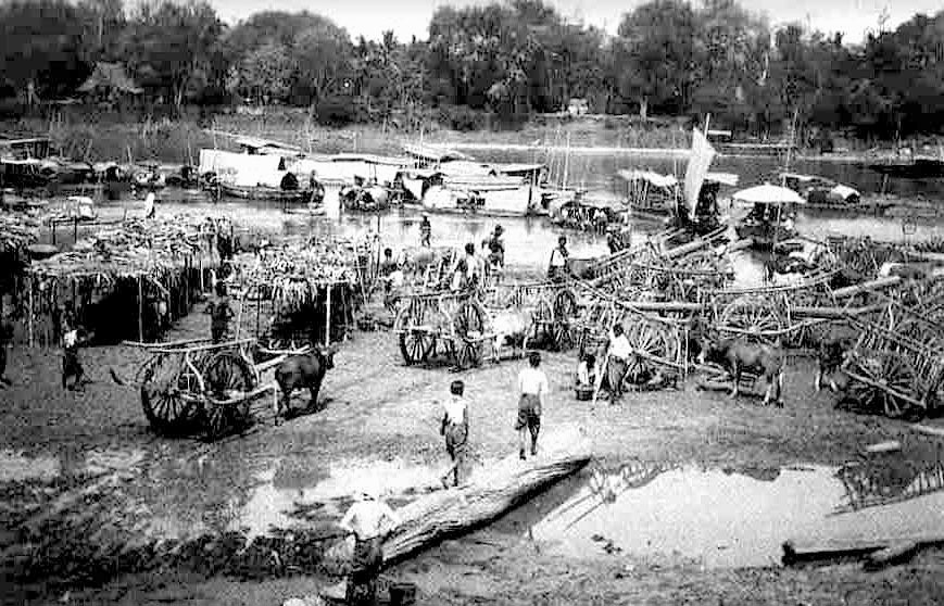1907 Kula traders transiting through Lampang.jpg