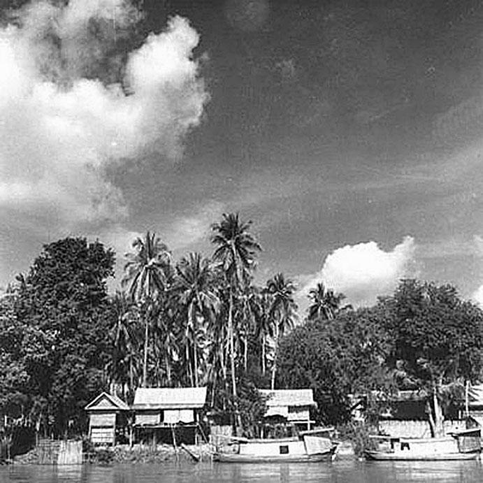 1940 Village of Banpot Pisal, Nakon Sawan along the banks of the Ping River.jpg