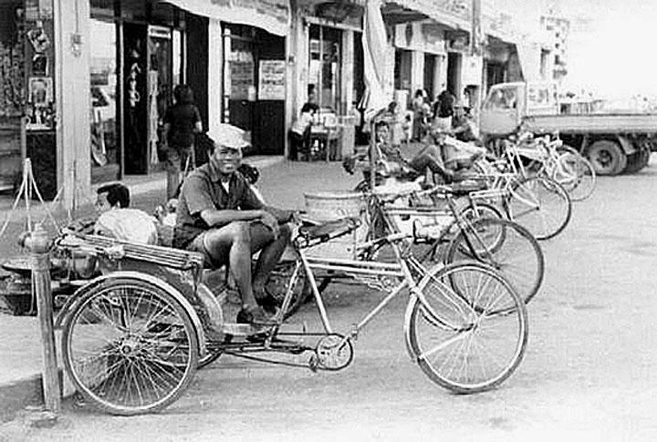 1968 Korat pedicabs line-up.jpg