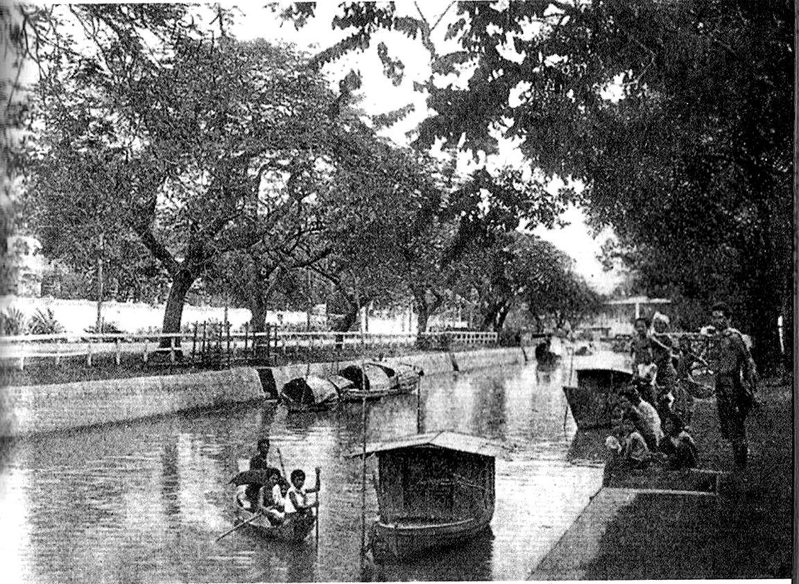 1895 scene along Bangkok's Klong Khu Mueang.jpg
