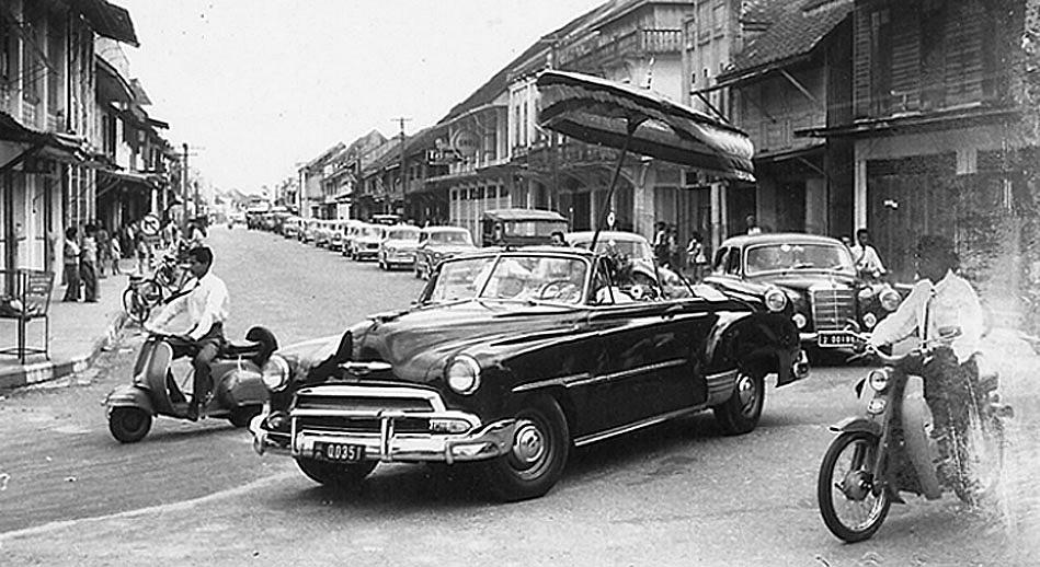 1961 King and Queen in Nakhon Sri Thammarat.jpg