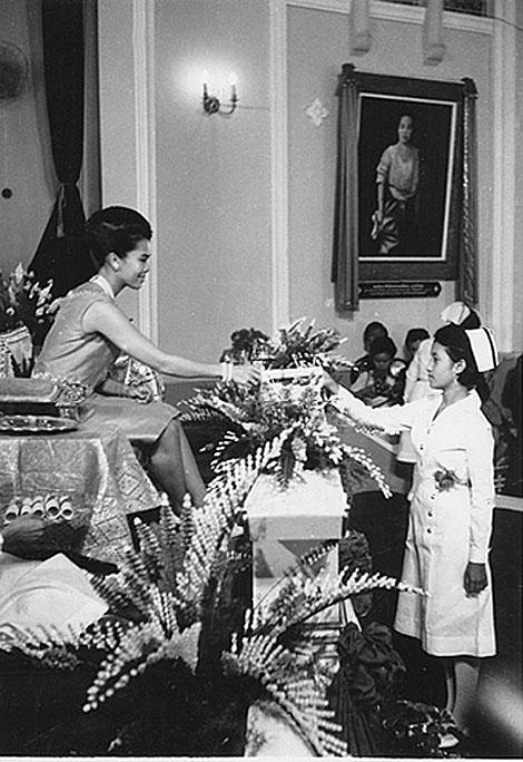 1968 HM Queen Sirikit overseeing Nursing Graduating Ceremony.jpg