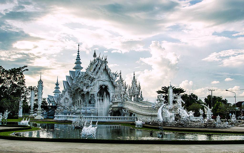 Wat Rong Kun, Chiang Rai.jpg