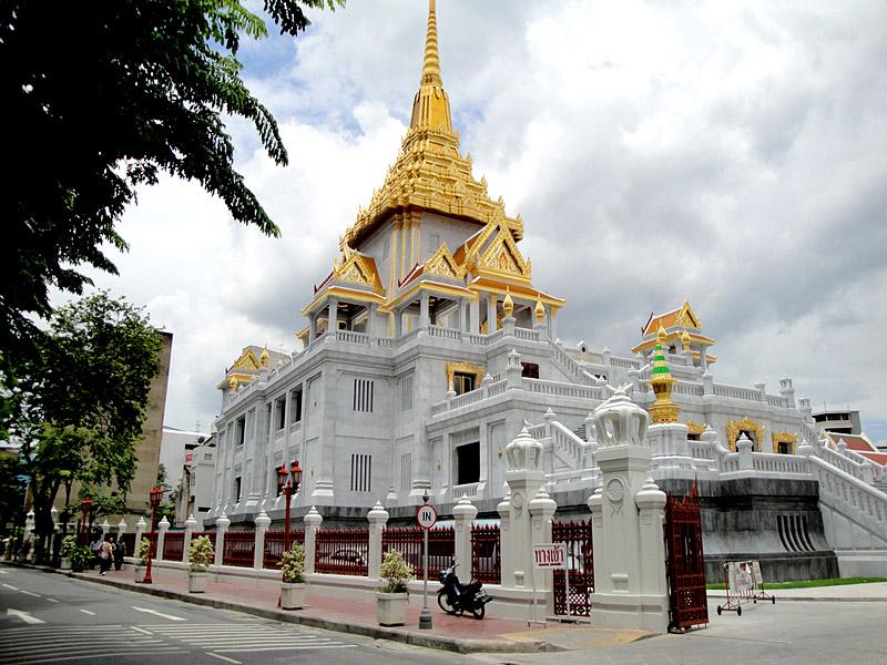 Wat Traimit, Bangkok 02.jpg