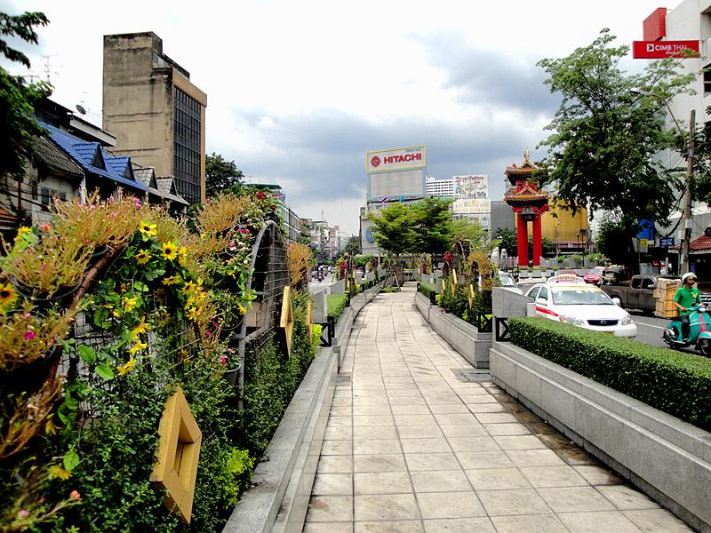 Wat Traimit, Bangkok 03.jpg